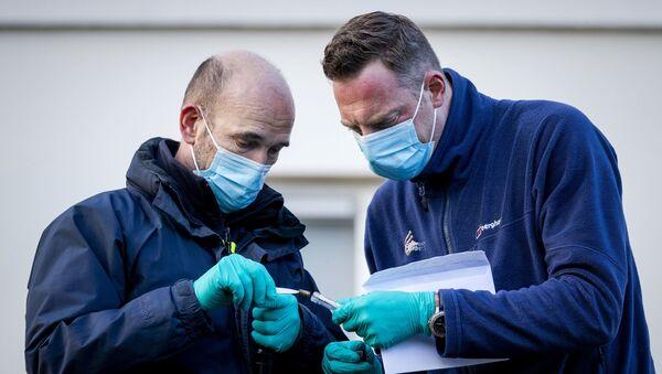 Agentes de la  forense investigan la emabajda de Arabia Saudí en La Haya - Sputnik Mundo