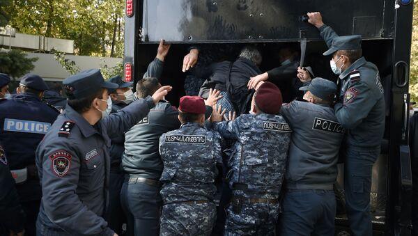 Detención de manifestantes en Ereván - Sputnik Mundo