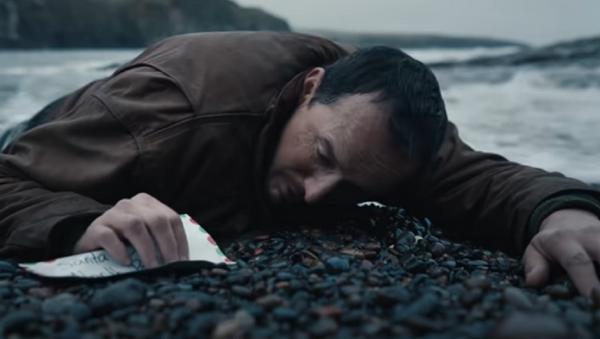 Coca Cola presenta su conmovedor anuncio para la Navidad  - Sputnik Mundo