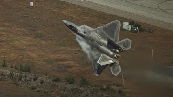 Pilotos de EEUU muestran al F-22 en todo su esplendor  - Sputnik Mundo