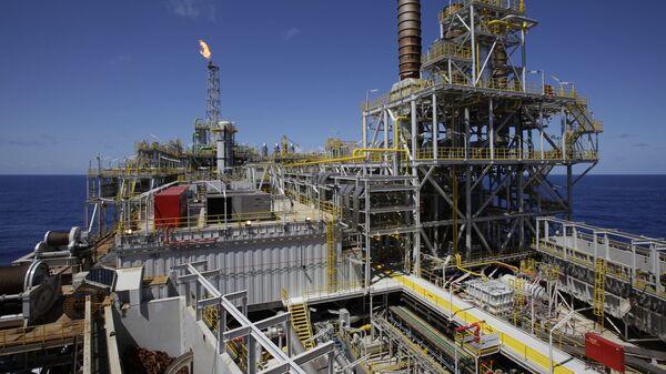 Plataforma costa afuera de Petrobras en el campo Tupi - Sputnik Mundo