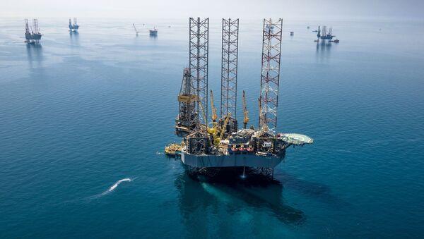 Plataforma petrolífera de Saudi Aramco en Arabia Saudí - Sputnik Mundo