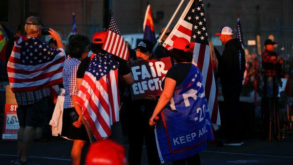 Los partidarios de Trump protestas conta el resultado de las elecciones  - Sputnik Mundo
