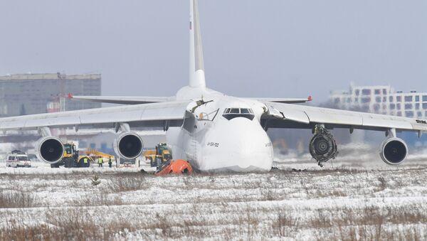 El aterrizaje de emergencia del An-124 en Siberia - Sputnik Mundo