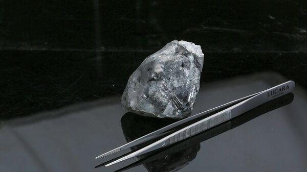 El diamante blanco de 998 quilates encontrado en la mina de Karowe en Botswana - Sputnik Mundo