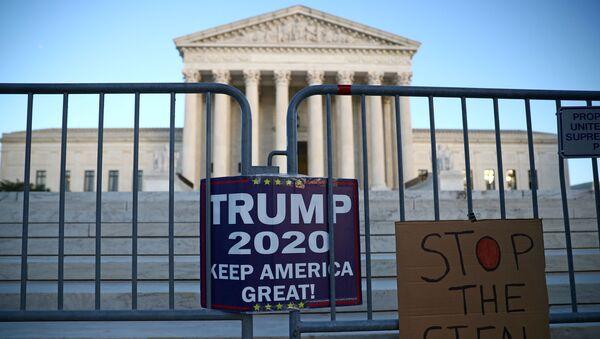 Una protesta de los partidarios de Trump frente a la Corte Suprema de EEUU - Sputnik Mundo