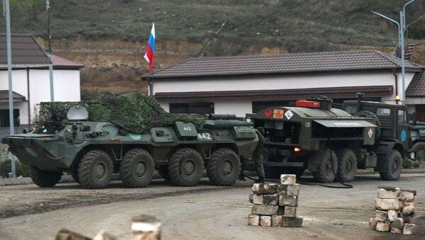 Un vehículo militar ruso en Nagorno Karabaj - Sputnik Mundo