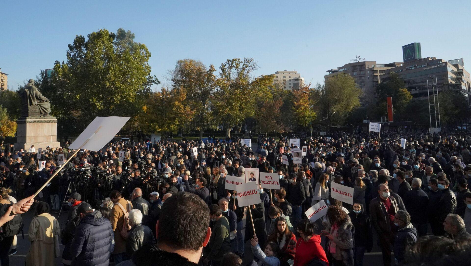 Las protestas en Armenia por el acuerdo de Nagorno Karabaj - Sputnik Mundo, 1920, 22.11.2020