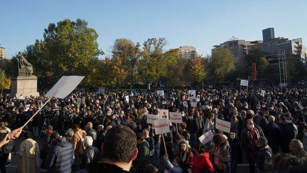 Las protestas en Armenia por el acuerdo de Nagorno Karabaj - Sputnik Mundo