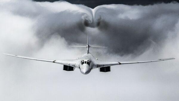 Un bombardero estratégico ruso Tu-160 - Sputnik Mundo