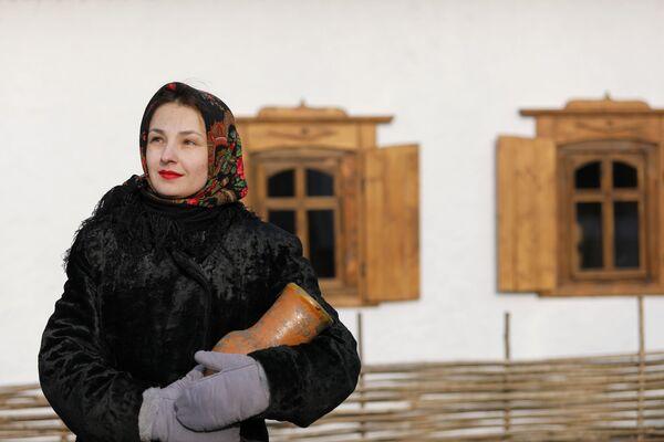 Bellezas y entretenimiento al estilo ruso: un pueblo étnico en el suroeste del país   - Sputnik Mundo