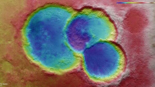 Un cráter triple en Marte - Sputnik Mundo