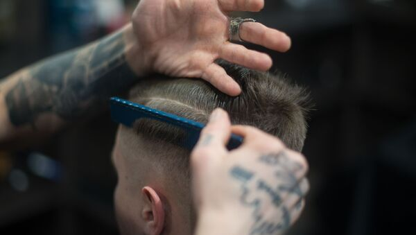 Un hombre en la peluquería (imagen referencial) - Sputnik Mundo