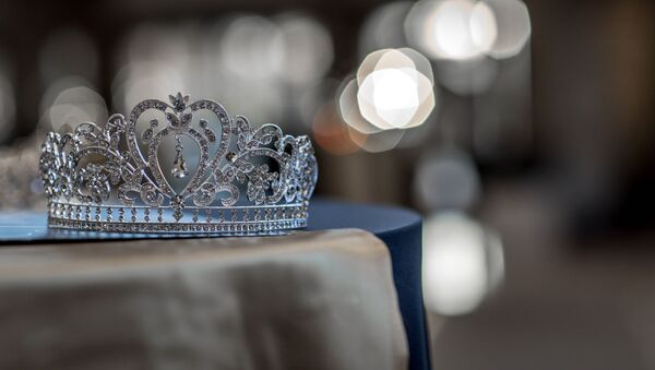 Una corona (imagen referencial) - Sputnik Mundo