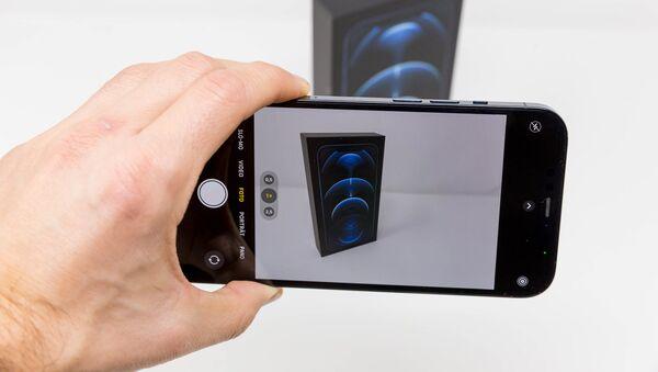 Un iPhone 12 Pro Max - Sputnik Mundo