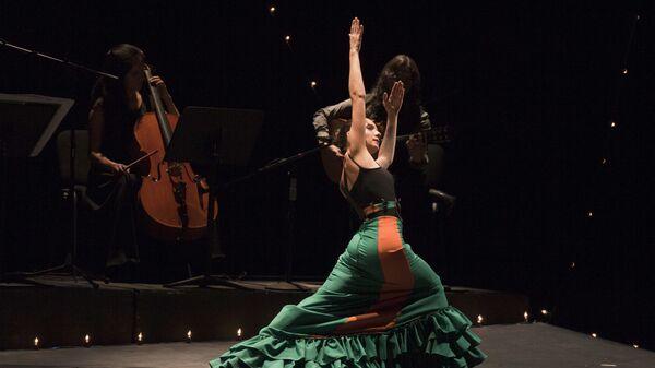 Un espectáculo flamenco en el teatro de la Ciudad Esperanza Iris de México - Sputnik Mundo