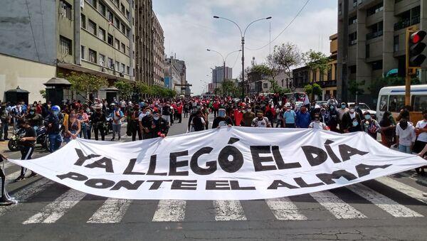 Manifestantes en Lima recuerdan frase de César Vallejo, el principal poeta de Perú, en medio de la crisis - Sputnik Mundo