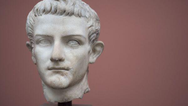 Un busto del emperador romano Calígula - Sputnik Mundo