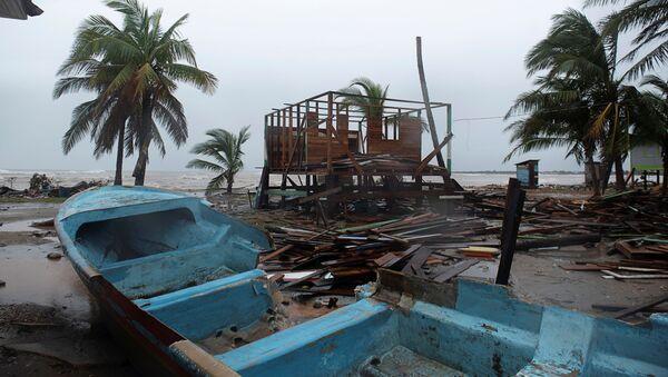 Поврежденные лодки из-за урагана Йота в Бильви, Никарагуа  - Sputnik Mundo