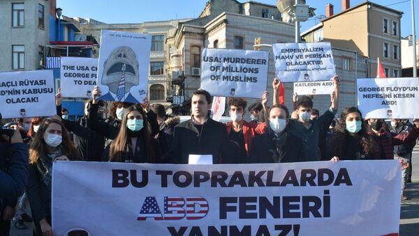 Protestas en Estambul por la visita del secretario de Estado de EEUU, Mike Pompeo - Sputnik Mundo