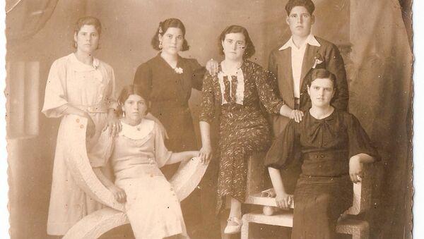 Foto de una familia en la Guerra Civil - Sputnik Mundo