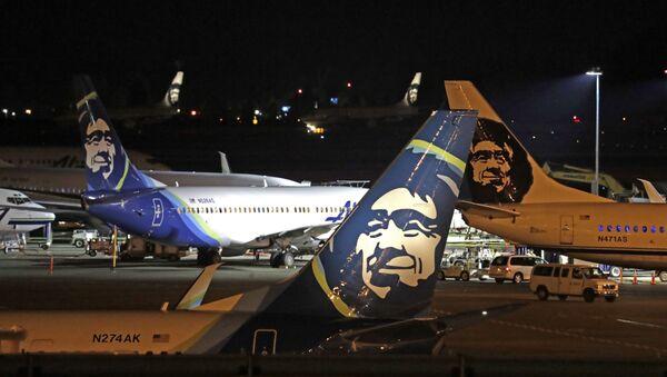 Unos aviones de Alaska Airlines en la pista del aeropuerto internacional Sea-Tac, en Washington, EEUU (archivo) - Sputnik Mundo