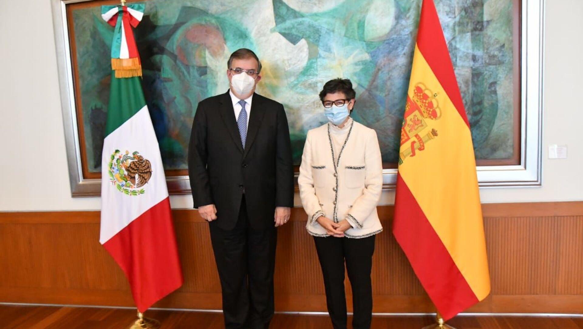 La canciller de España, Arancha González Laya, junto a su homólogo mexicano, Marcelo Ebrard - Sputnik Mundo, 1920, 18.11.2020