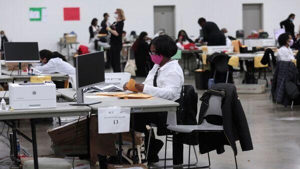 Recuento de votos en Detroit, Michigan - Sputnik Mundo