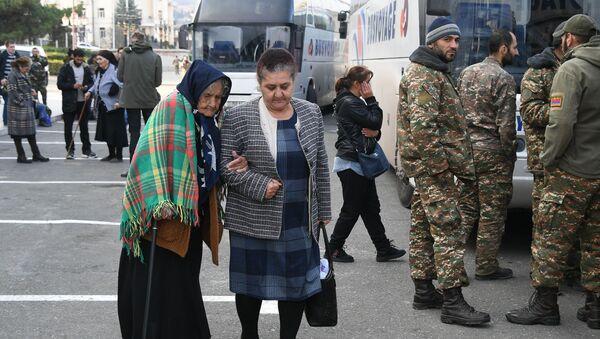 Refugiados en Nagorno Karabaj - Sputnik Mundo
