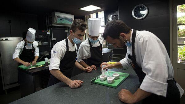 Cocineros en el Celler de Can Roca (Girona) - Sputnik Mundo