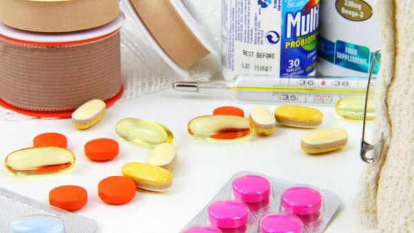 Medicamentos y vendaje (imagen referencial) - Sputnik Mundo