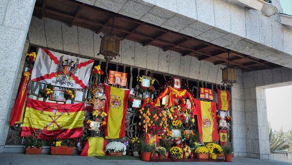 Panteón de Francisco Franco en el cementerio de Mingorrubio (Madrid) - Sputnik Mundo