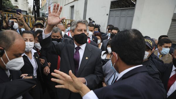En una ceremonia celebrada en Palacio de Gobierno de Lima, el presidente de Perú, Francisco Sagasti, tomó juramento a los miembros de su gabinete, con una abogada en el cargo de primera ministra. - Sputnik Mundo