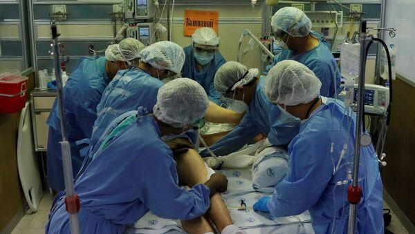 Atienden a un paciente con COVID-19 en el Hospital Juarez de la Ciudad de México - Sputnik Mundo