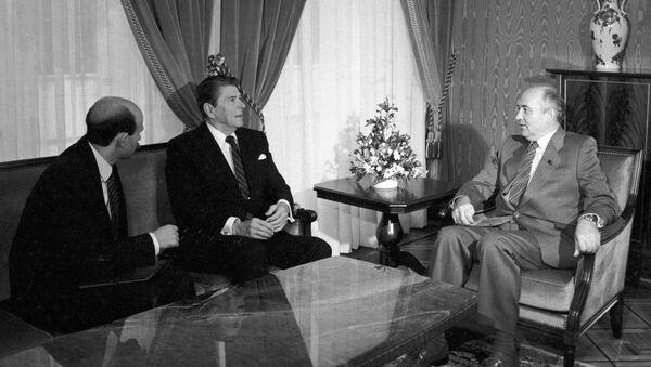 Reunión entre Gorbachov y Reagan - Sputnik Mundo
