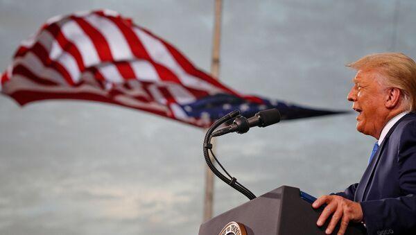 El presidente de EEUU, Donald Trump, habla durante un mitin de campaña en el aeropuerto Cecil en Jacksonville, Florida, el 24 de septiembre de 2020 - Sputnik Mundo