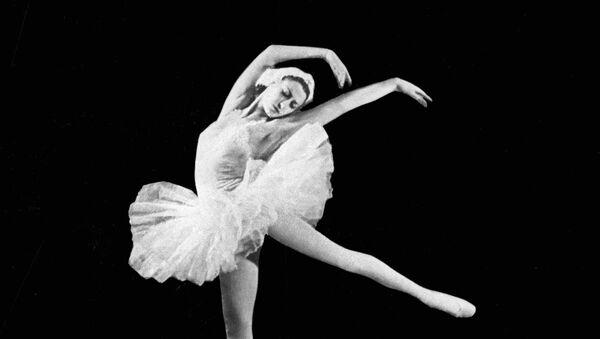 Se cumplen 95 años del nacimiento de Maya Plisétskaya, la leyenda del ballet mundial - Sputnik Mundo