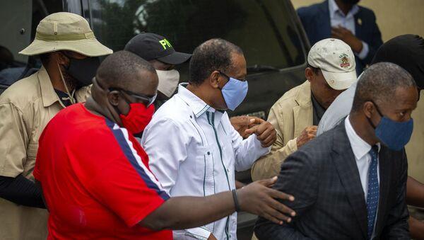 Yves Jean-Bart, presidente de la Asociación Haitiana de Fútbol, llega a un tribunal en Haití - Sputnik Mundo