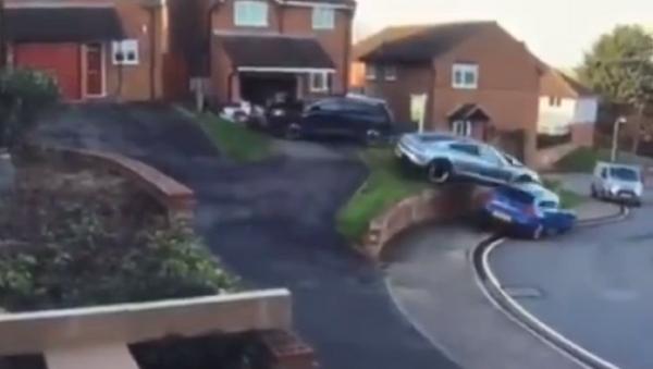 ¿Crees que no sabes estacionar? Mira este vídeo de un Porshe Taycan - Sputnik Mundo