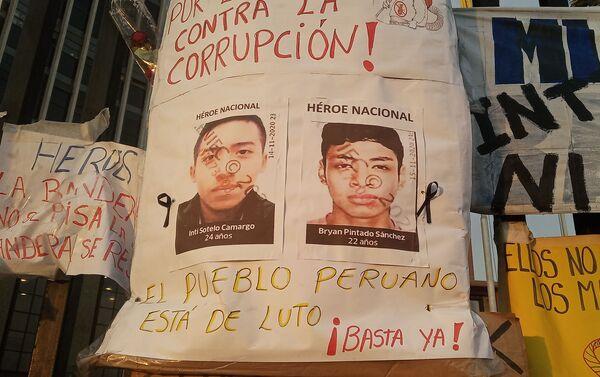 Memorial en honor a Inti Sotelo y Jack Bryan Pintado, asesinados el 14 de noviembre durante la represión policial. - Sputnik Mundo