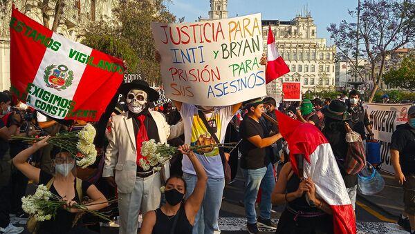 Intervención artística en los alrededores de la plaza San Martín - Sputnik Mundo