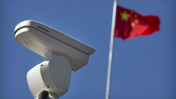 Una cámara de seguridad y la bandera china - Sputnik Mundo