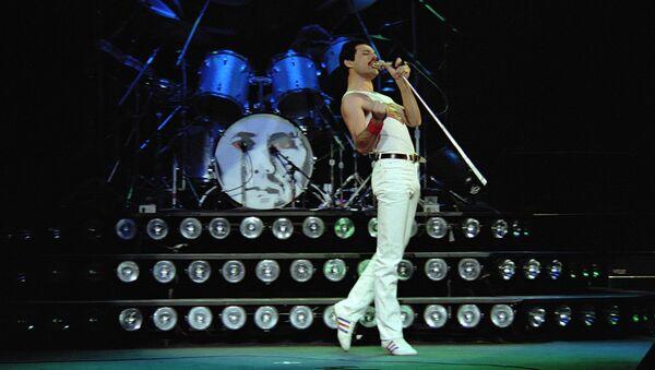 Freddie Mercury durante un concierto en Montreal con el grupo Queen - Sputnik Mundo