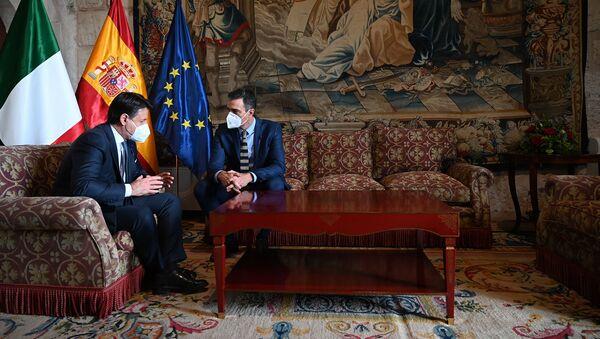 Pedro Sánchez y Giuseppe Conte durante el encuentro bilateral que han mantenido en la XIX Cumbre Hispano-italiana - Sputnik Mundo
