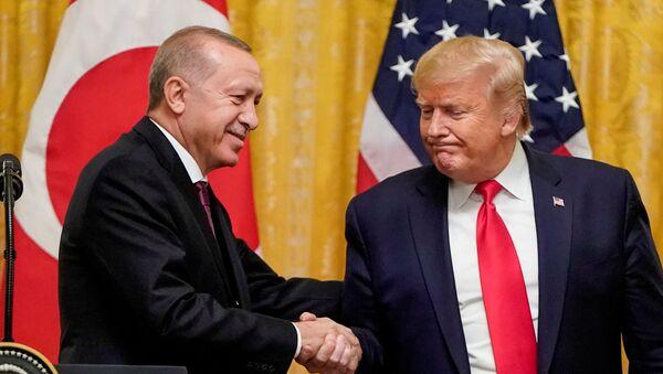 El presidente de Turquía, Recep Tayyip Erdogan, y el presidente estadounidense, Donald Ttrump - Sputnik Mundo