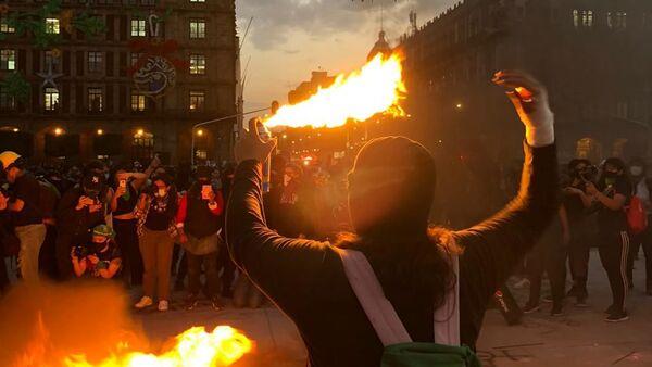 La megamarcha feminista en la Ciudad de México, el 25 de noviembre de 2020 - Sputnik Mundo