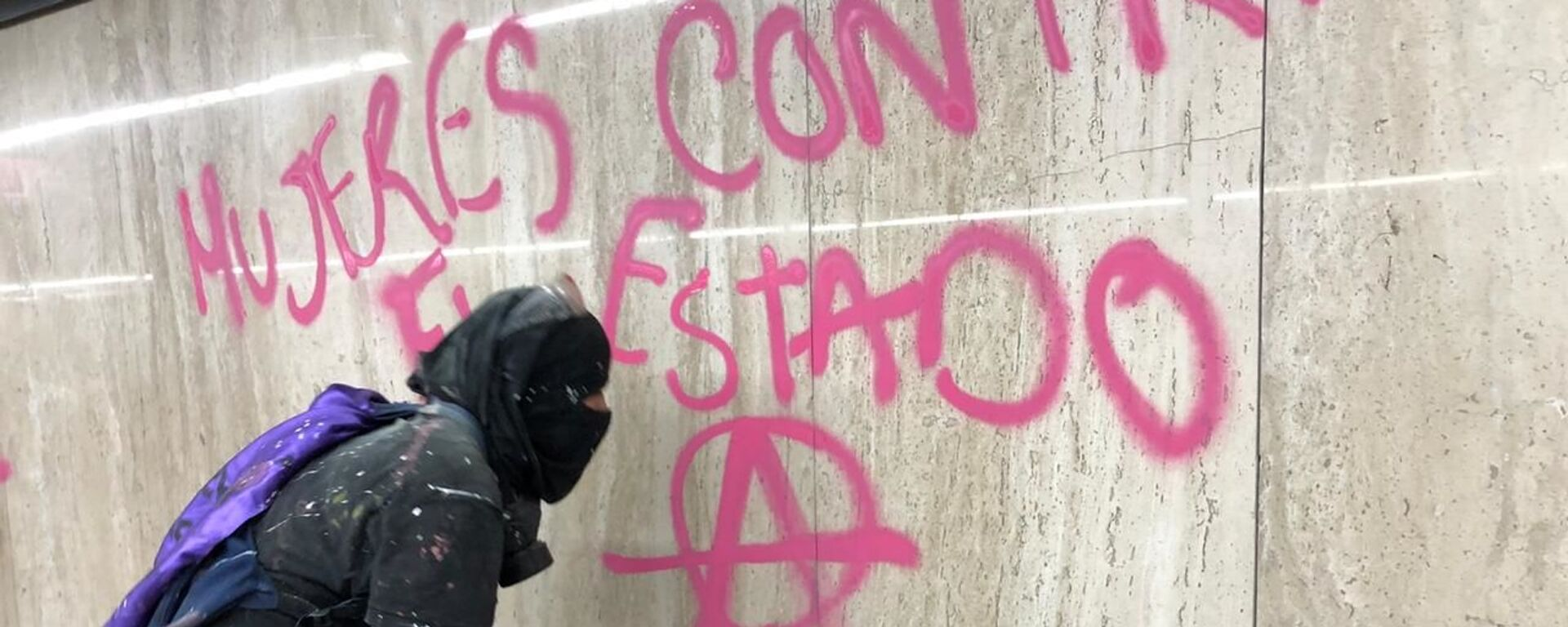 Una participante de la megamarcha feminista en la Ciudad de México, el 25 de noviembre de 2020 - Sputnik Mundo, 1920, 03.06.2021