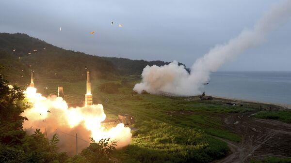 Lanzamiento de misiles durante un ejercicio militar combinado de Corea del Sur y EEUU, el 29 de julio de 2017 (Archivo). - Sputnik Mundo