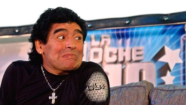 Diego Maradona en 2005, cuando conducía el programa de tv 'La Noche del Diez' - Sputnik Mundo