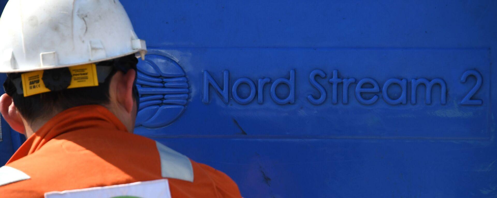 Un empleado invoclucrado en la construcción del gasoducto Nord Stream 2 - Sputnik Mundo, 1920, 10.08.2021